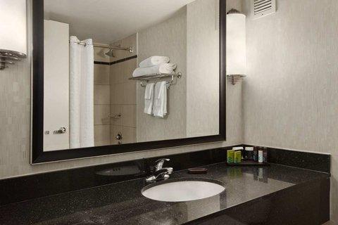 Embassy Suites Chicago DowntownLakefront - Suite Bath