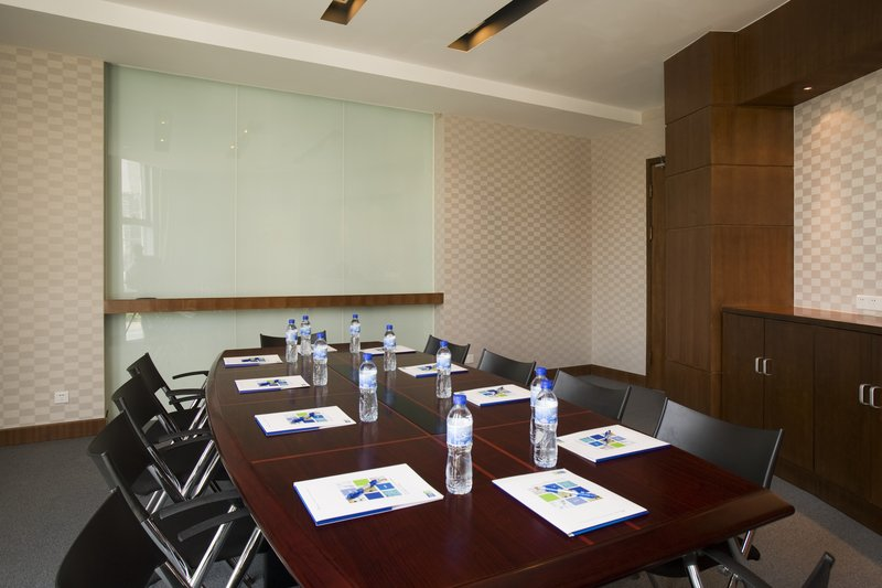 Holiday Inn Express Shanghai Jinqiao Central Varie ed eventuali