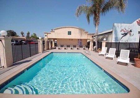 Econo Lodge - Fresno, CA