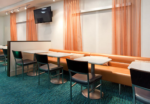 SpringHill Suites by Marriott Portland Airport - Dining Area