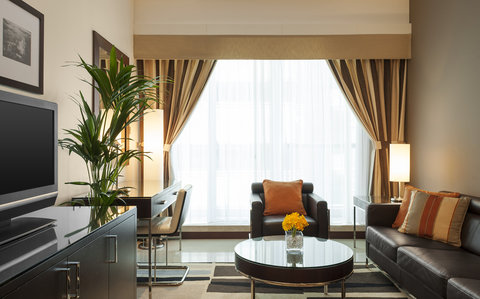 Four Points by Sheraton Sheikh Zayed Road, Dubai - Business Room - Living Room