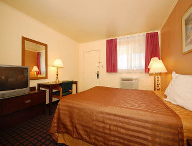 Travelodge Dodge City - Guest Room