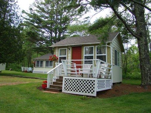Bay Leaf Cottages & Motel
