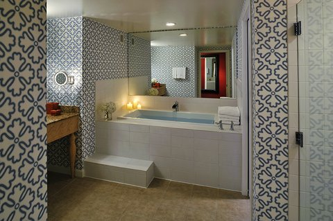 Monaco Seattle A Kimpton Hotel - Premier Mediterranean King Room Bath
