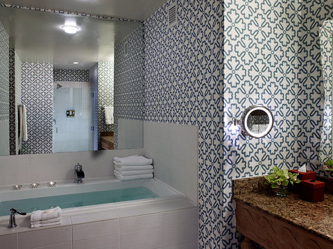 Monaco Seattle A Kimpton Hotel - Mediterranean King Room Bath