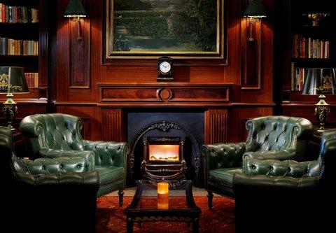 فندق ماريوت عمان - Library Lounge   Cigar Bar