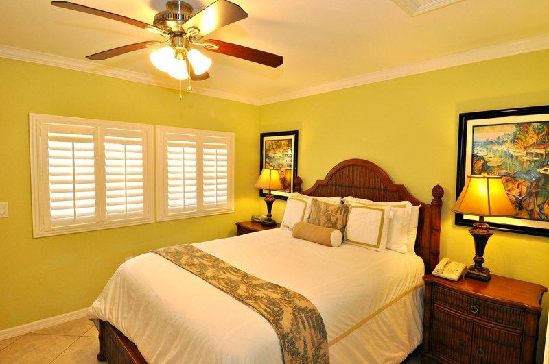 Tropical Shores Beach Resort - Siesta Key, FL