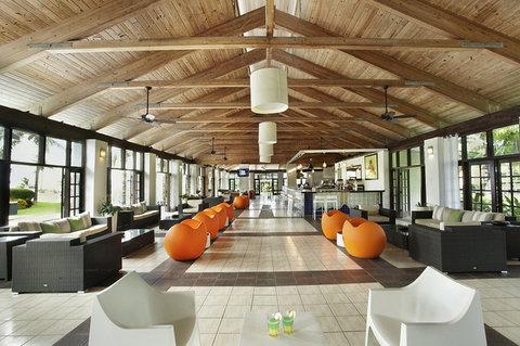 Viva Wyndham Fortuna Beach Hotel - Lounge Area