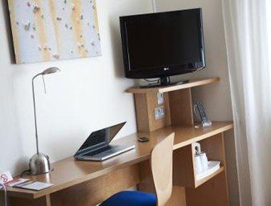 Ramada Encore Bournemouth - Standard Room Desk Area