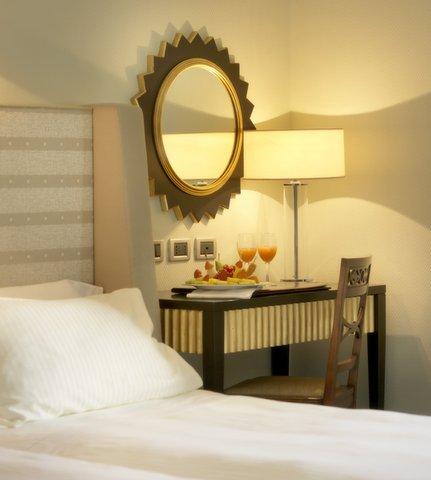 Hotel Bernini Bristol - Small Luxury Hotels of The World - Contemporary Room