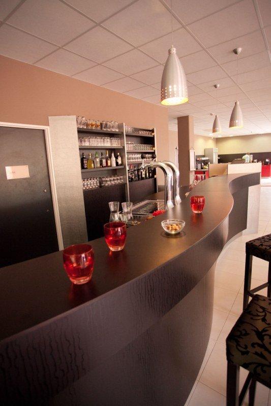 Kyriad Aix TGV - Plan de Campagne Bar/Lounge