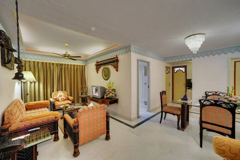 The Emerald Hotel Executive Apartments - Apartment Inside Sitting Area