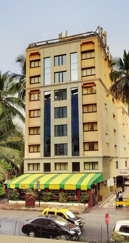 The Emerald Hotel Executive Apartments - Hotel Exterior Day View