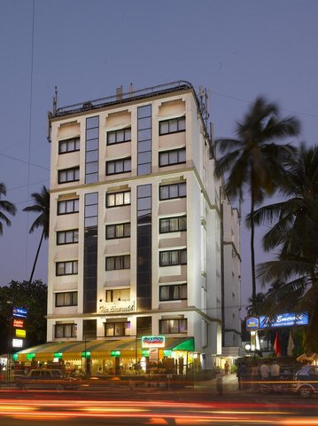 The Emerald Hotel Executive Apartments - Hotel Exterior Night View