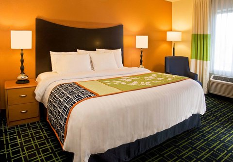 Fairfield Inn & Suites Spokane Downtown - King Guest Room
