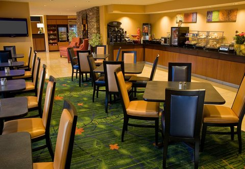 Fairfield Inn & Suites Spokane Downtown - Breakfast Dining Area