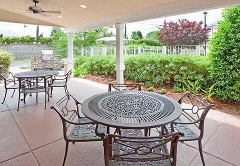 Residence Inn Charlotte University Research Park - Outdoor Patio
