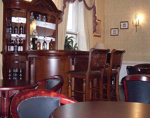 Lynams Hotel - Bar Lounge