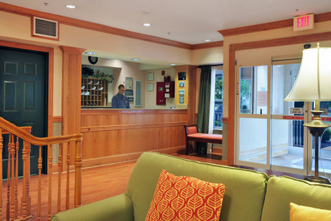 Country Inn and Suites Columbus Airport East - Reception Desk