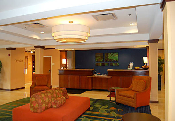 Fairfield Inn and Suites by Marriott Newark Liberty International Airport Lobby