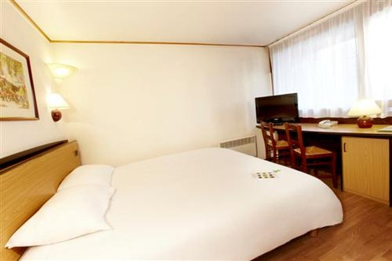 Hotel Restaurant Campanile Besancon Ouest - Chateaufarine Zimmeransicht