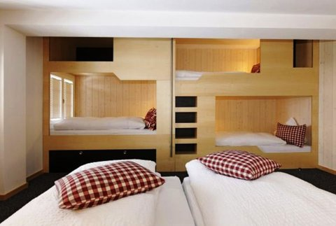 Berghaus Bort Hotel - 5-bedded room with Eiger view