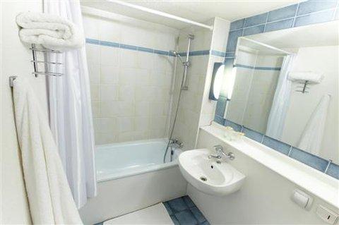 Campanile Epinal - Bathroom