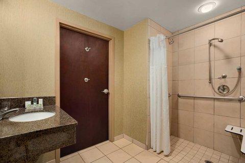 Hilton Garden Inn Chattanooga Hamilton Place - Accessible Shower