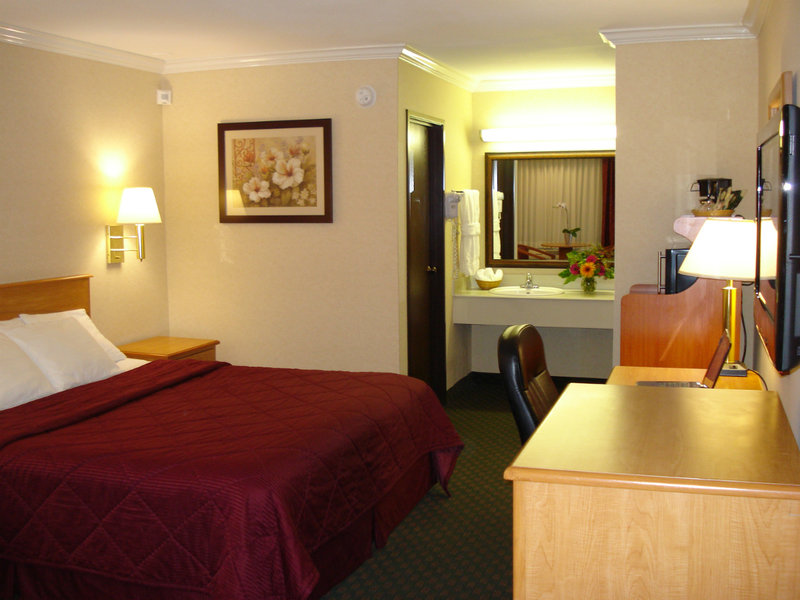 Comfort Inn Near Old Town Pasadena - Los Angeles, CA