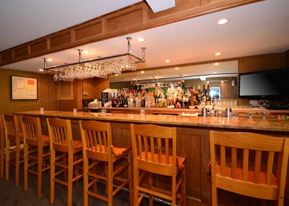 Clarion Carriage House Inn Martha's Vineyard Bar/Lounge