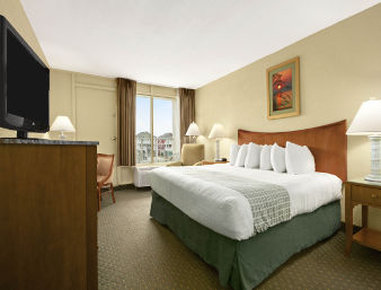 Ramada Plaza Nags Head Oceanfront - One King Bed City View Room