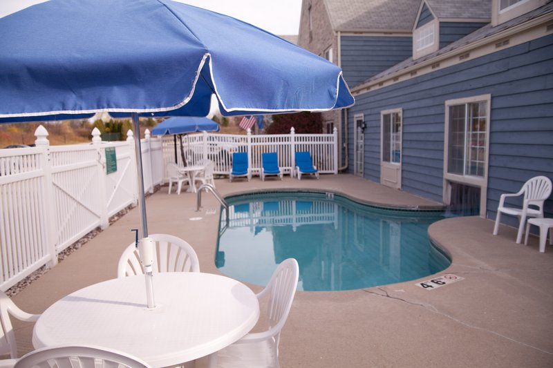 Best Western Quiet House & Suites - Thiensville, WI