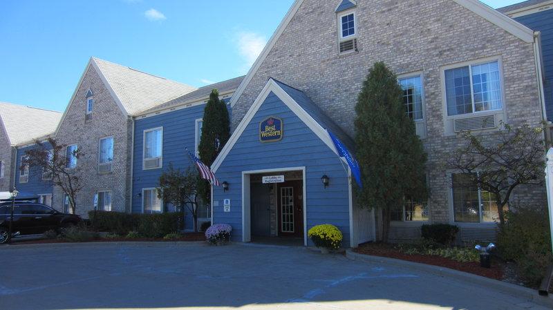 Best Western Quiet House & Suites - Thiensville, WI