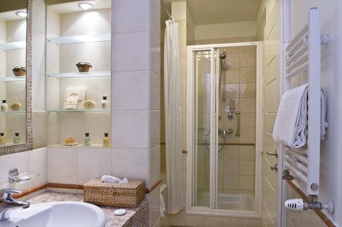 Mamaison Residence Izabella Budapest - Ambassador Suite Bathroom at Mamaison Residence