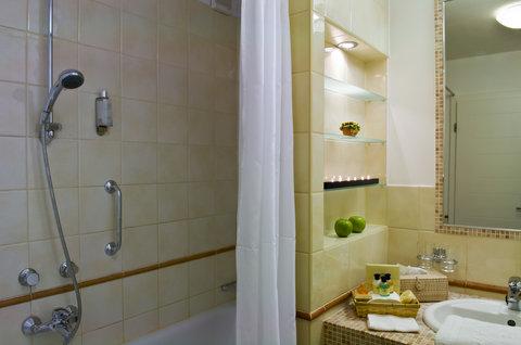 Mamaison Residence Izabella Budapest - Classic Suite Bathroom at Mamaison Residence