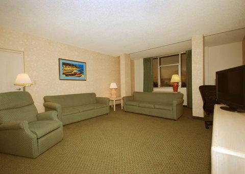 Comfort Inn and Suites Miami Airport - Suite living room