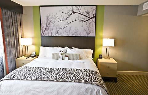 DoubleTree Suites by Hilton Huntsville South - Queen Room 1