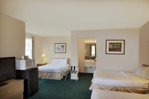 Red Carpet Inn & Suites Cooperstown - Triple Bed Room
