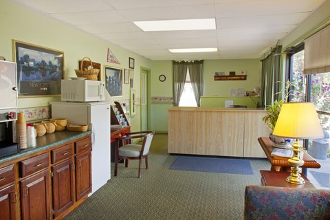 Red Carpet Inn & Suites Cooperstown - Lobby