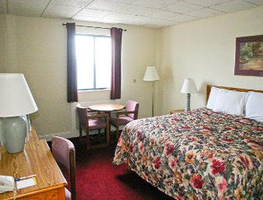 Days Inn Emporia - Standard Queen Bed Room