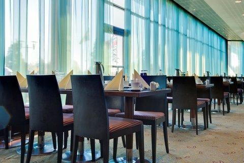 拉迪森萨斯机场酒店 - Restaurant