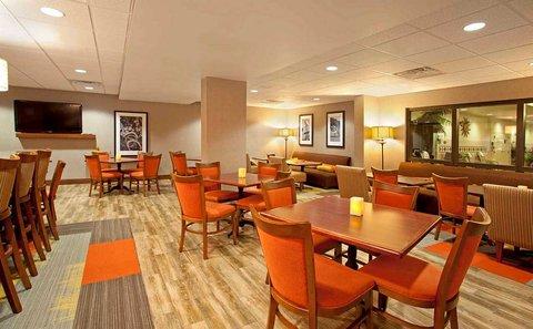 Hampton Inn - Fort Smith - Breakfast Dining Area