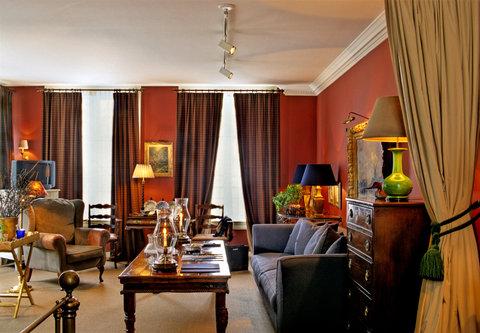 Hotel 717 - Tolkien Suite