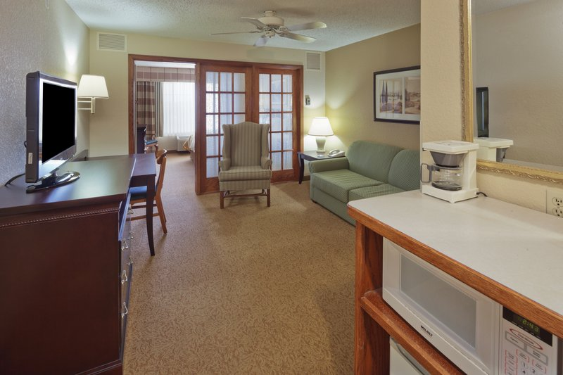 Country Inn & Suites West Bend