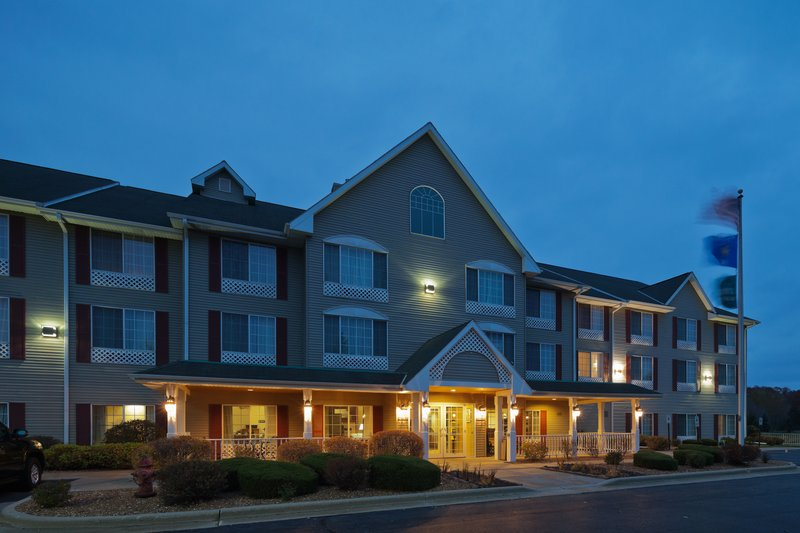Country Inn & Suites West Bend - West Bend, WI