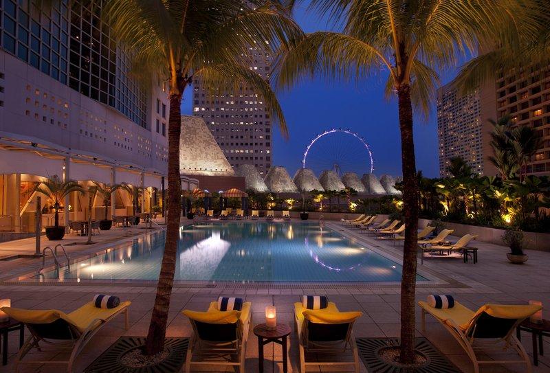 Conrad Centennial Singapore プール