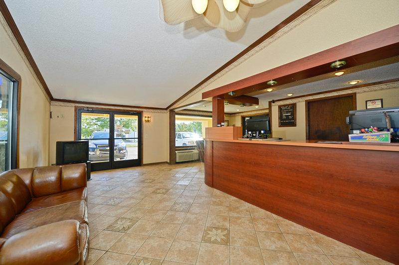 Econo Lodge - Warren, MI