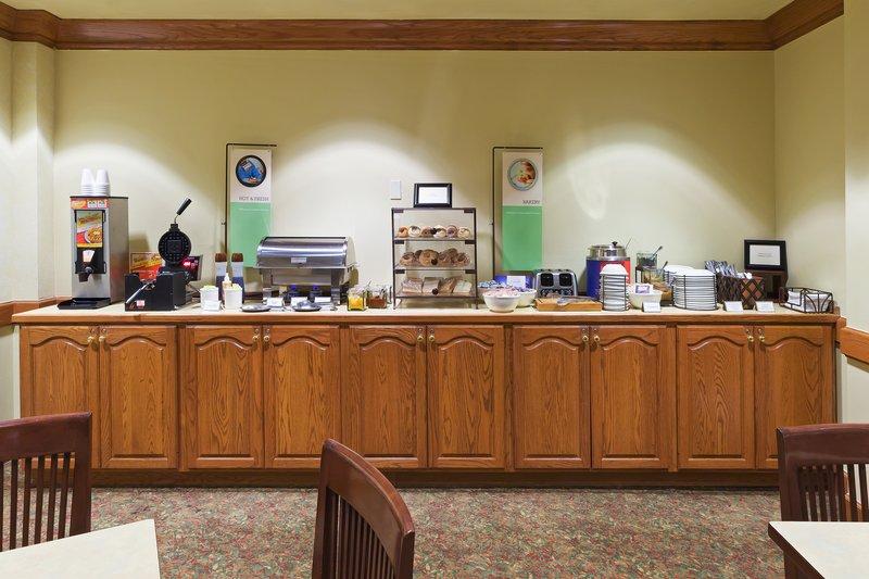 Country Inn & Suites Harlingen - Harlingen, TX
