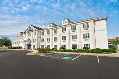 Baymont Inn And Suites Lafayette Airport Außenansicht