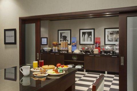 Hampton Inn by Hilton Toronto Airport Corporate Centre - Breakfast